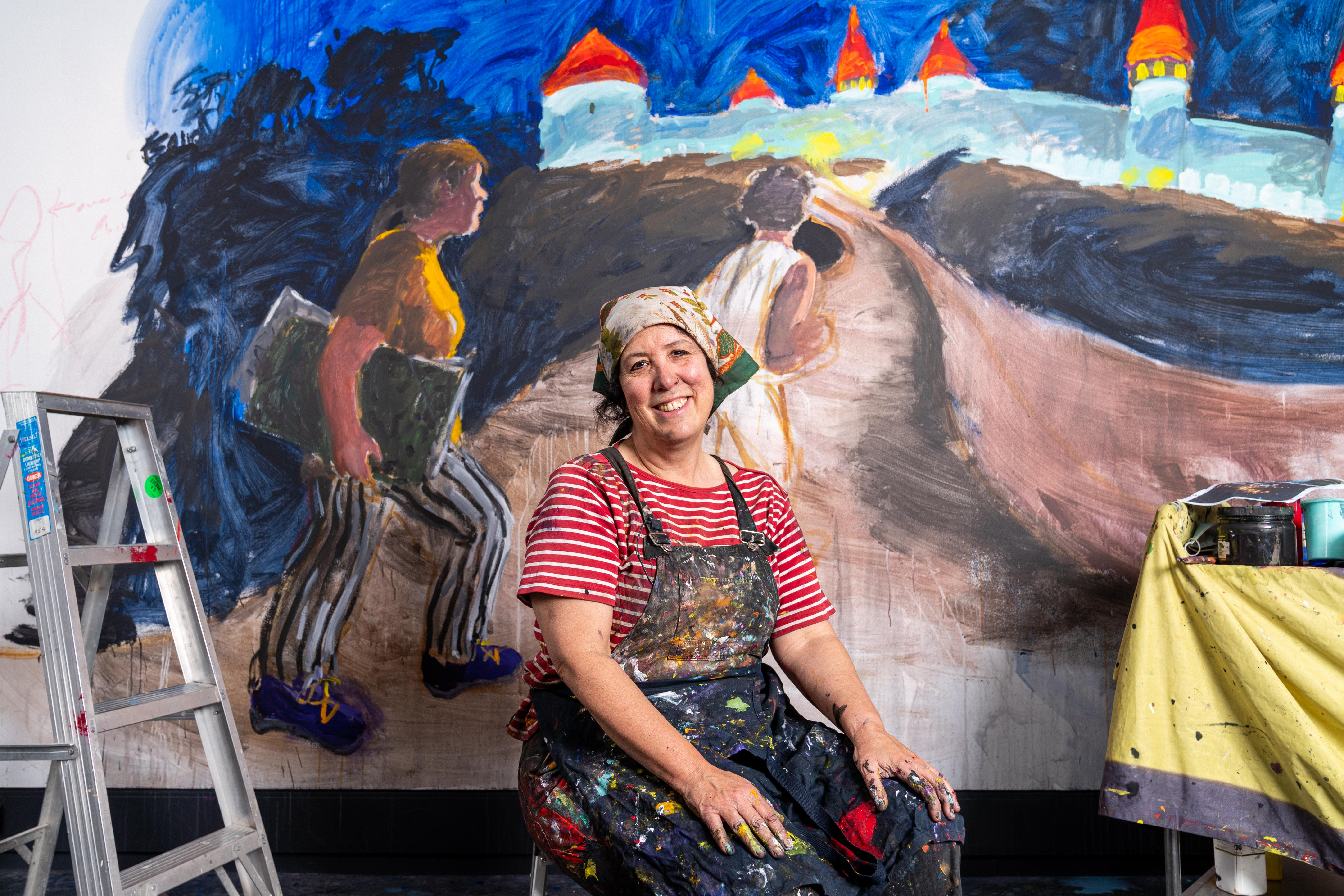 Wendy Sharpe at the Sydney Jewish Museum with her mural